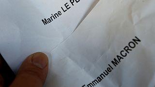 دوئل انتخاباتی فرانسه؛ لوپن به ماکرون نزدیک تر می شود