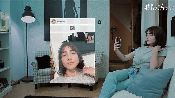 #NotAlone : Η υπερβολική χρήση των social media μέσα σε 5 λεπτά!