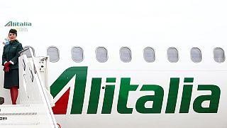 """Governo italiano empresta 600 milhões de euros para """"salvar"""" a Alitalia"""
