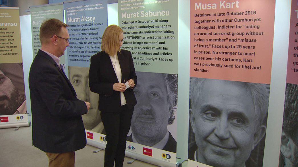 ЕС призвал Турцию освободить журналистов
