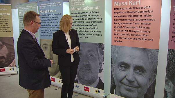 La UE pide la liberación de 160 periodistas turcos encarcelados