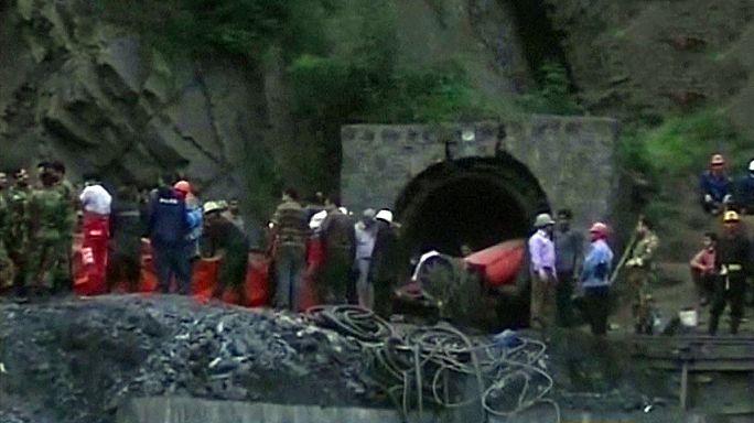 Irão: Explosão bloqueia dezenas de mineiros a 1.300 metros de profundidade
