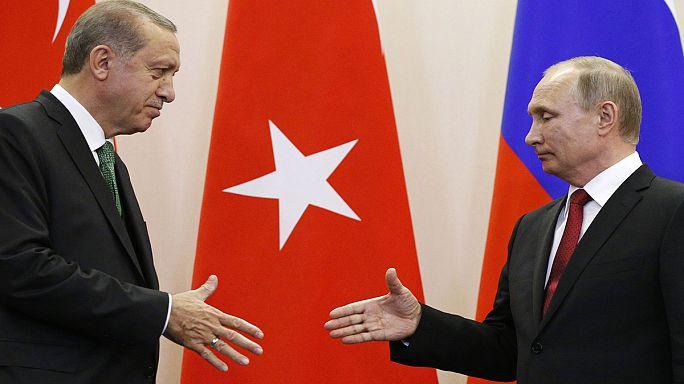 Erdogan et Poutine annoncent un projet commun afin de «pacifier» la Syrie