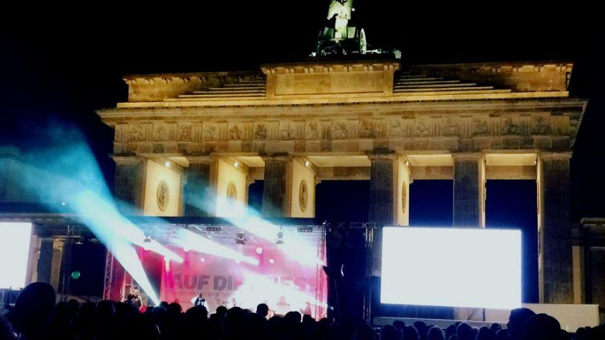 """""""Wir lassen Deniz nicht allein!"""" #AufDiePresse am Brandenburger Tor"""