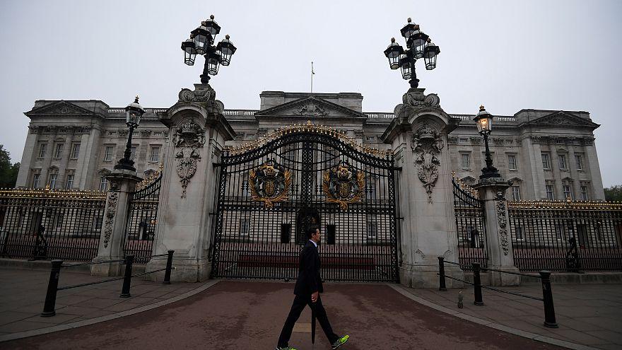 Royaume-Uni : que se passe-t-il à Buckingham Palace?