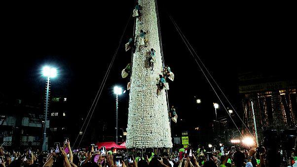 Χονγκ Κονγκ: Αναρρίχηση σε πύργο από ψωμάκια