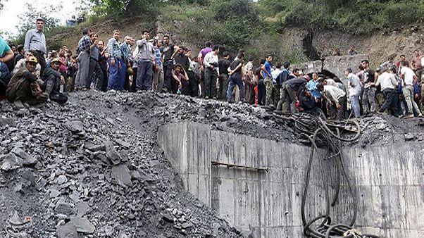 Explosão numa mina no Irão