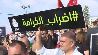 آلاف الفلسطينيين يتظاهرون تضامنا مع إضراب للأسرى عن الطعام