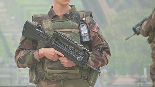 باريس: عسكريون لضمان سلامة الناخبين