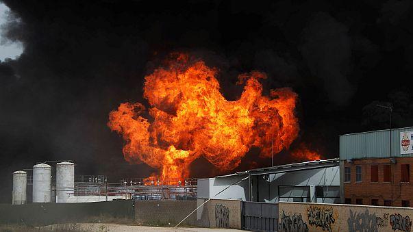 Испания: из-за пожара на заводе пострадали десятки человек