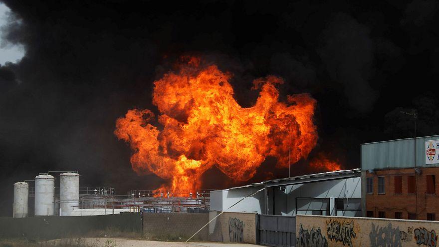 Kimyasal atık fabrikasında çıkan yangın korkuttu