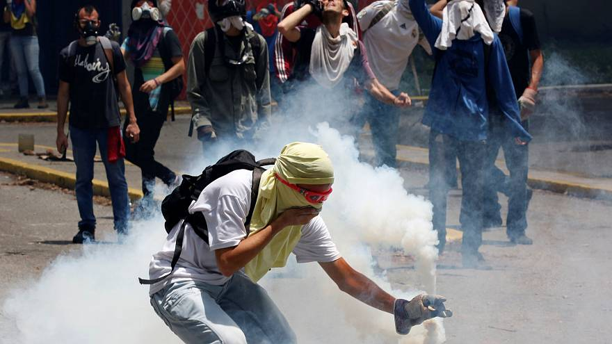 Students clash with police as Venezuela violence rages