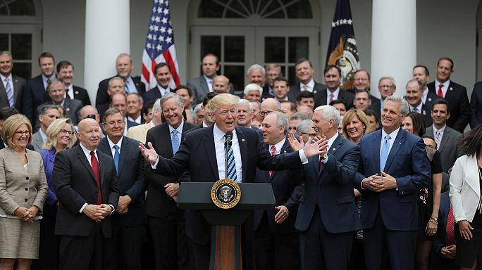 Donald Trump exulte, il est sur le point de remplacer l'Obamacare