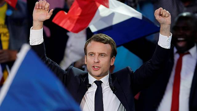 Macron extends lead on final day of campaign
