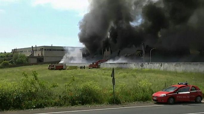 Roma yakınlarındaki atık depolama tesisinde yangın