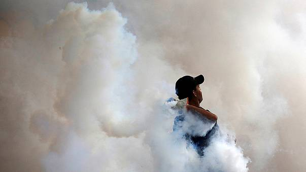 Vermelho sangue mancha as ruas da Venezuela