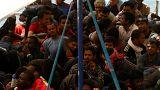 مسلحون يسطون على مهاجرين أفارقة قبالة السواحل الليبية