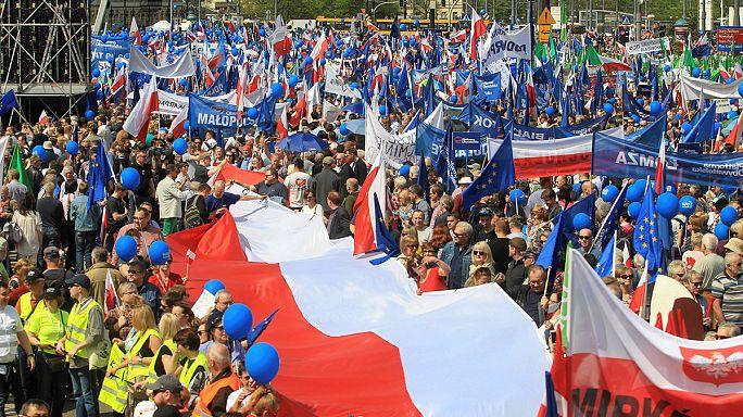Kormányellenes tüntetés Varsóban