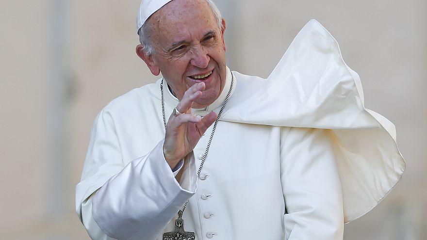 """Папу римского возмутило название """"мать всех бомб"""""""