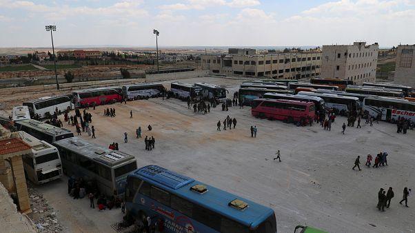 """سوريا: إجلاء مسلحين من """"جبهة النصرة"""" السابقة من مخيم اليرموك"""