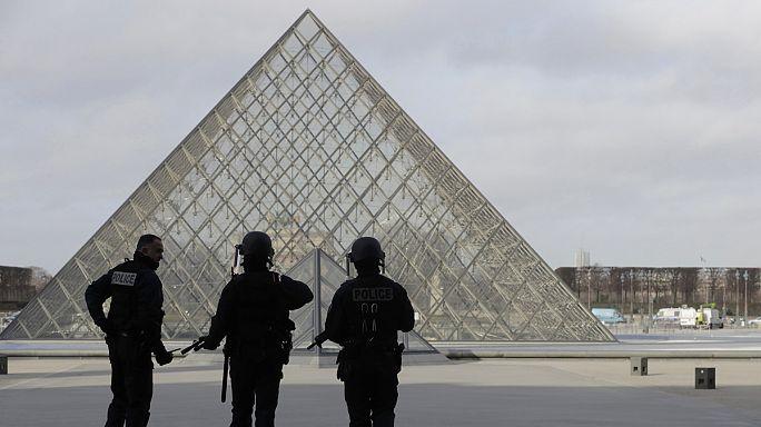 اخلاء جادة متحف اللوفر لأسباب أمنية