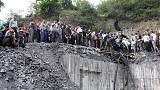 إيران: أهالي ضحايا المنجم المنهار يهاجمون سيارة روحاني