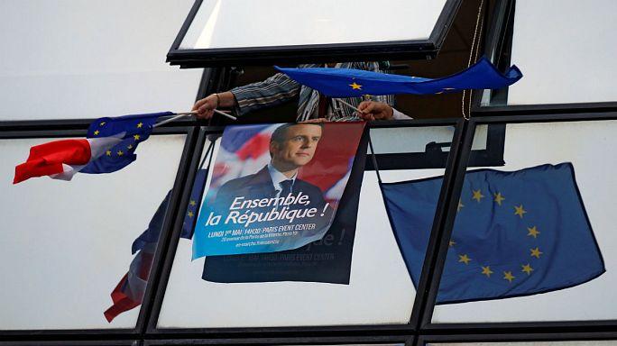 Европейские политики поздравляют Эммануэля Макрона