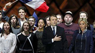 Internet-Ikone: Der Typ mit der Baseball-Cap hinter Macron