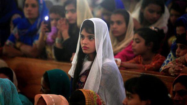 انفجار قنبلة خارج مدرسة للفتيات في شمال غرب باكستان