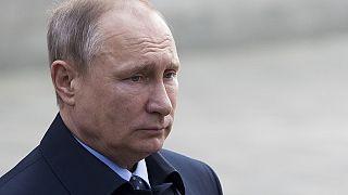 """بوتين مهنئاً ماكرون: """"لردم التصدعات العميقة"""" بين البلدين"""