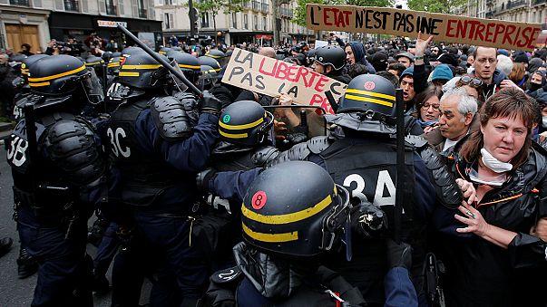 Proteste gegen Macron in Paris - Demonstranten befürchten Sozialabbau