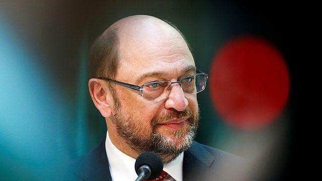 Merkel pártjának támogatása erősödik, Schulzé csökken