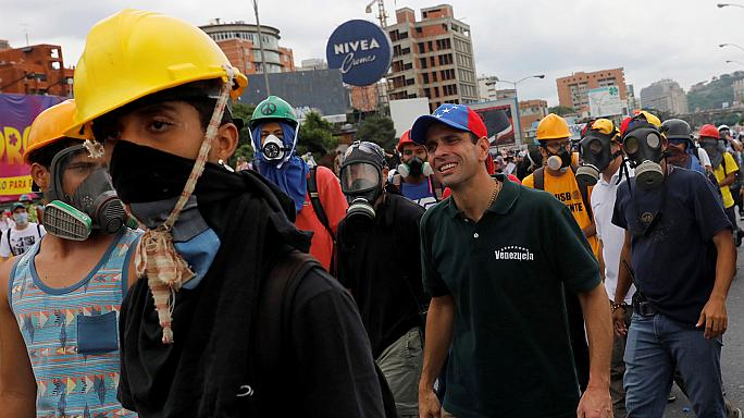 Más de 100 heridos el lunes en Caracas en las marchas opositoras