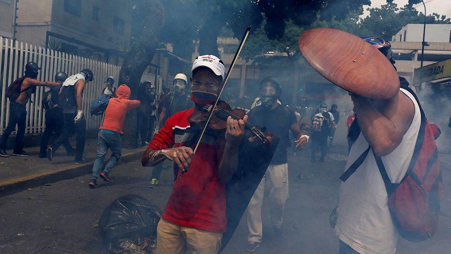 قانون اساسی ونزوئلا، کودتا یا اصلاح؟