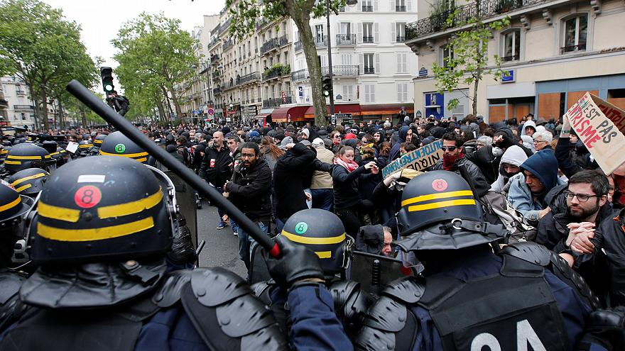 Протесты в Париже спустя день после президентских выборов