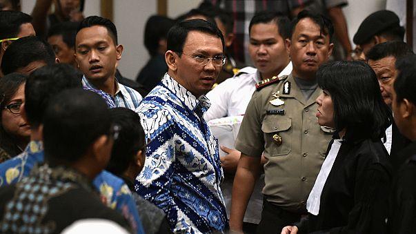 Cakarta valisi İslam'a hakaretten iki yıl hapis cezasına çarptırıldı
