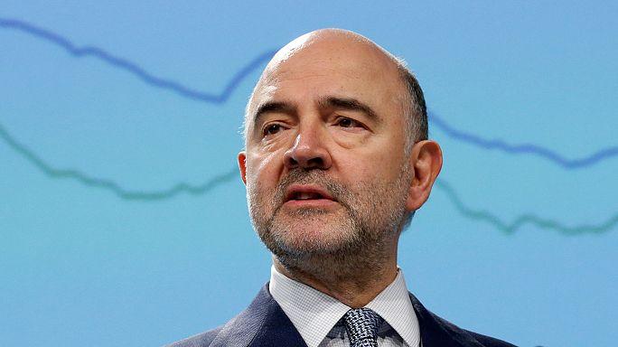 Moscovici alerta a Macron sobre el déficit francés