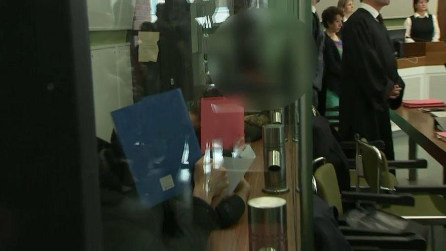 محاكمة 7 لاجئين بتهمة اضرام النيران بمتشرد