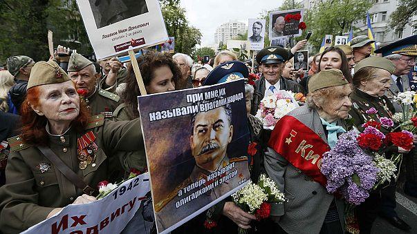 """Ucraina: nazionalisti contro il corteo del """"Reggimento Immortale"""", 45 fermi"""