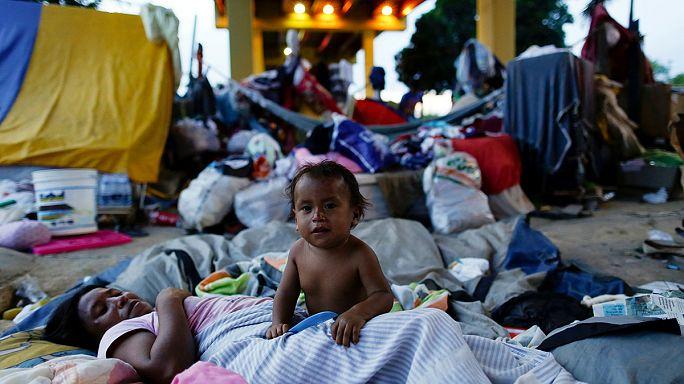 Venezuela'daki kaostan kaçan yerli halk Brezilya'ya sığınıyor