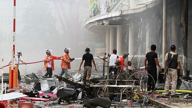 Varias decenas de heridos al estallar dos bombas en el sur de Tailandia