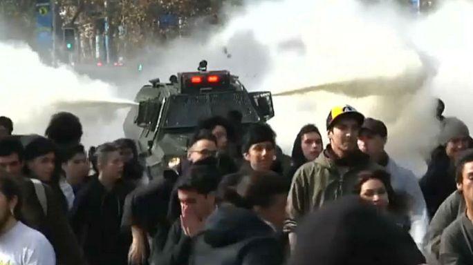 تفريق مظاهرة طلابية تدعو لمجانية التعليم