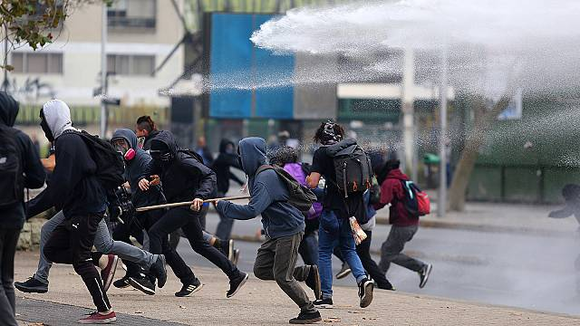 Clashes in Chile as students call for education reforms
