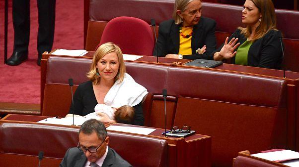 Nyilvánosan szoptatott a parlamentben a képviselőnő