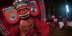 ولاية كيرالا الهندية: راقصون يتقمصون دور الآلهة الهندوسية
