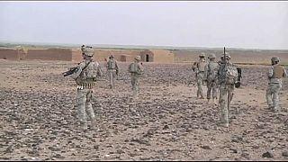 Stoltenberg pide a May más tropas para la OTAN en Afganistán