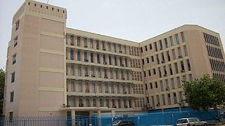 """Gambie : le gouverneur de la Banque centrale et 3 de ses collaborateurs limogés """"sans raison"""""""