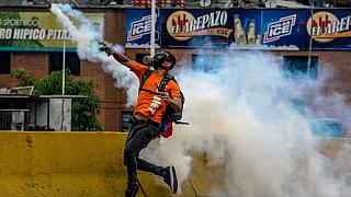 """""""قنابل البراز""""....أحدث وسيلة للاحتجاج في فنزويلا"""
