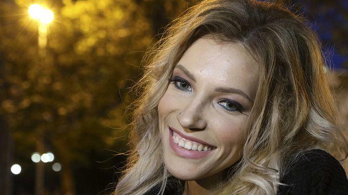 La cantante russa bandita da Kiev torna a cantare in Crimea