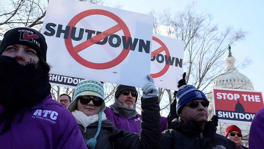 Image: Federal air traffic controller union members protest the partial U.S